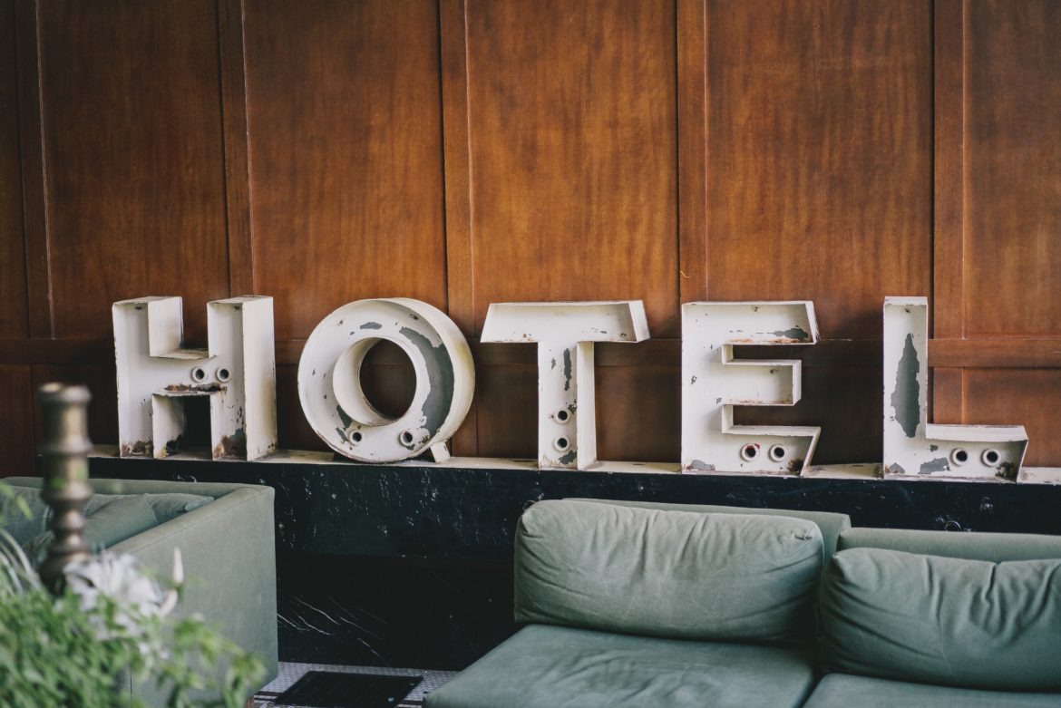 best hotels and places to stay at in the woodlands when house hunting and relocating